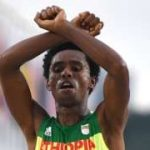Feyisa Lilesa: Ethiopian protest runner lands in the US – BBC News