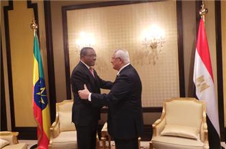 Egypt and Ethiopia leaders meet over Nile row  - Al Jazeera
