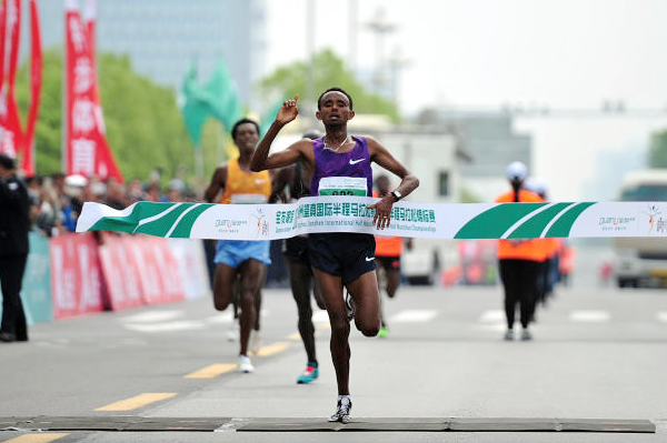 Ethiopia's Mosinet Geremew takes third title at Yangzhou Half Marathon
